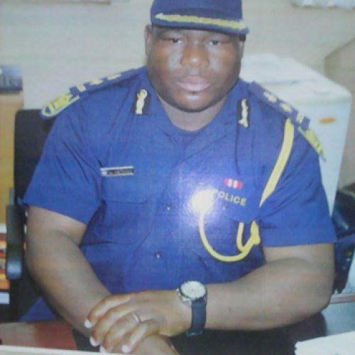 Top cop flees to SA