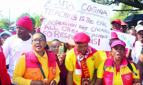 Teachers in fresh strike threat
