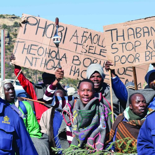 Farmers pile pressure on Thabane