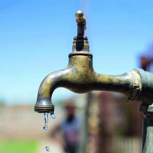 Thirsty villagers' tough struggle